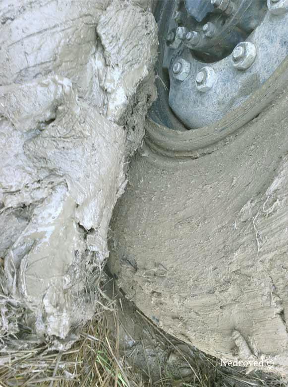 колесо буровой установки грязь